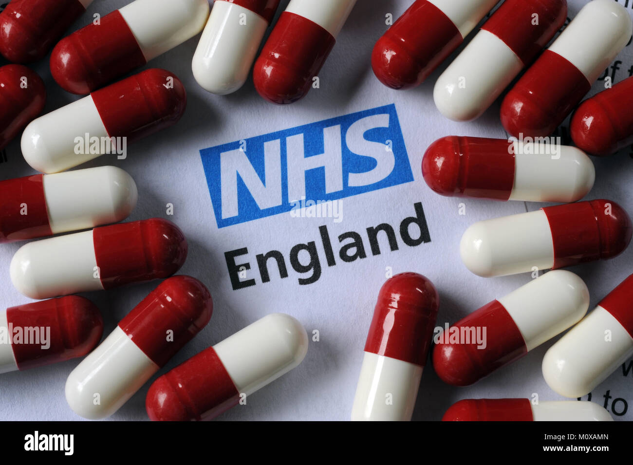 NHS ENGLAND LITERATURE WITH DRUG CAPSULES RE THE HEALTH SERVICE PATIENTS DOCTORS MEDICINE ETC UK - Stock Image