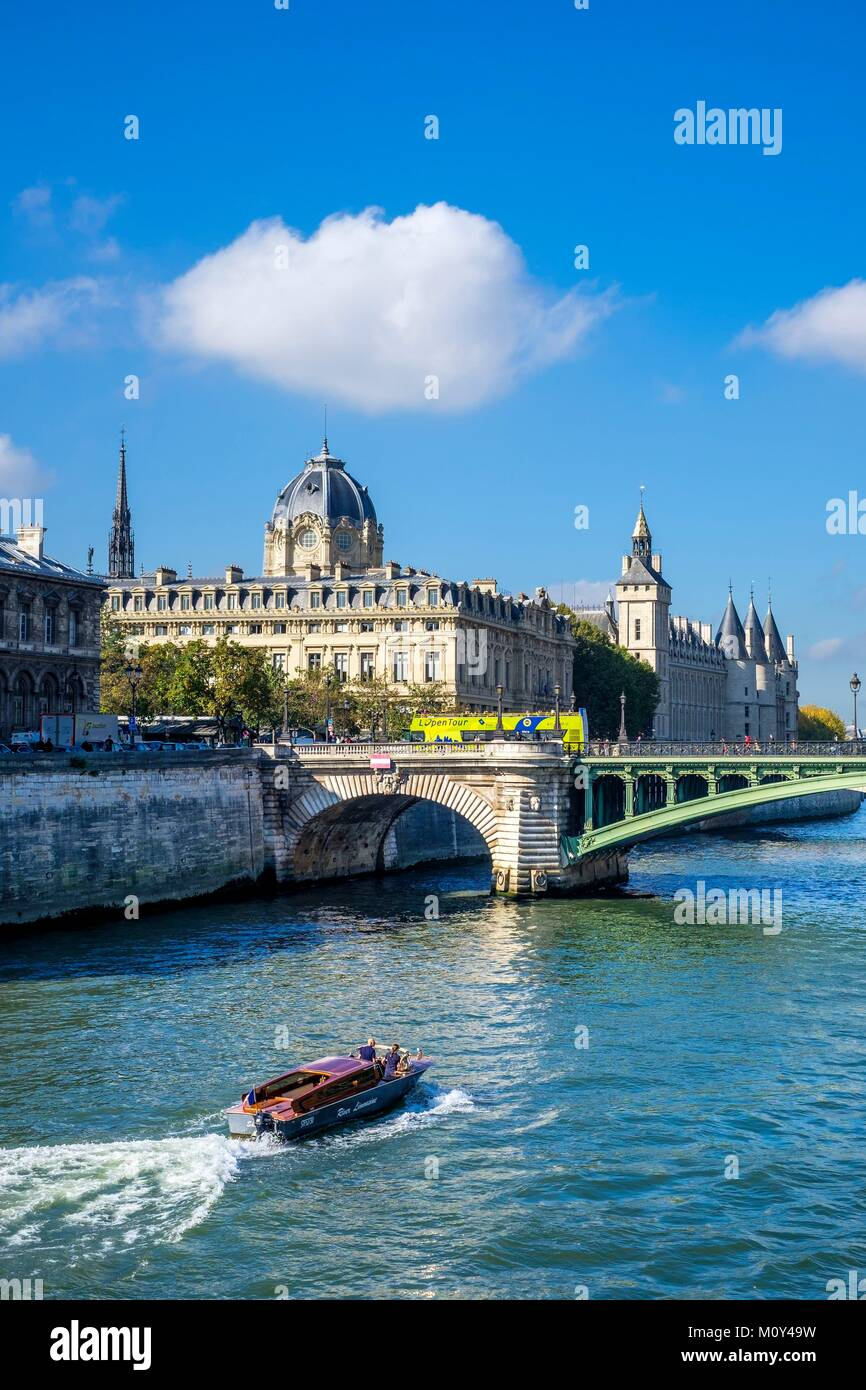 France,Paris,the banks of the Seine river listed as World Heritage by UNESCO,the Commercial Court and Conciergerie Stock Photo