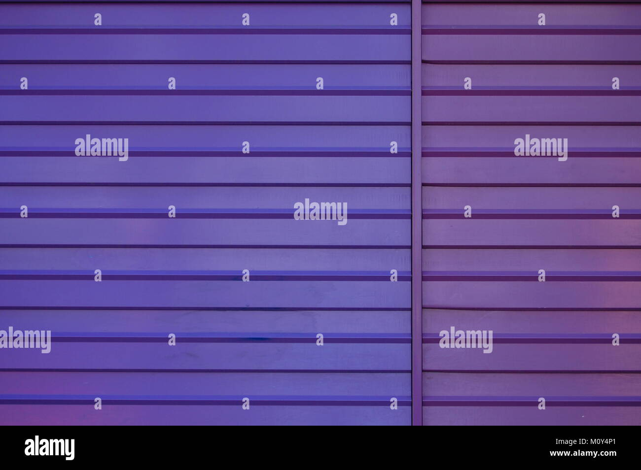 METAL WALL PAINTED TWO TONE PURPLE - Stock Image