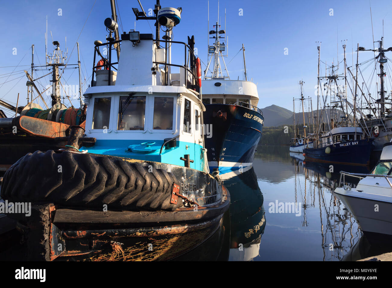 Tug and fishing boats, Ucluelet Harbour, Vancouver Island, British Columbia, Canada. - Stock Image