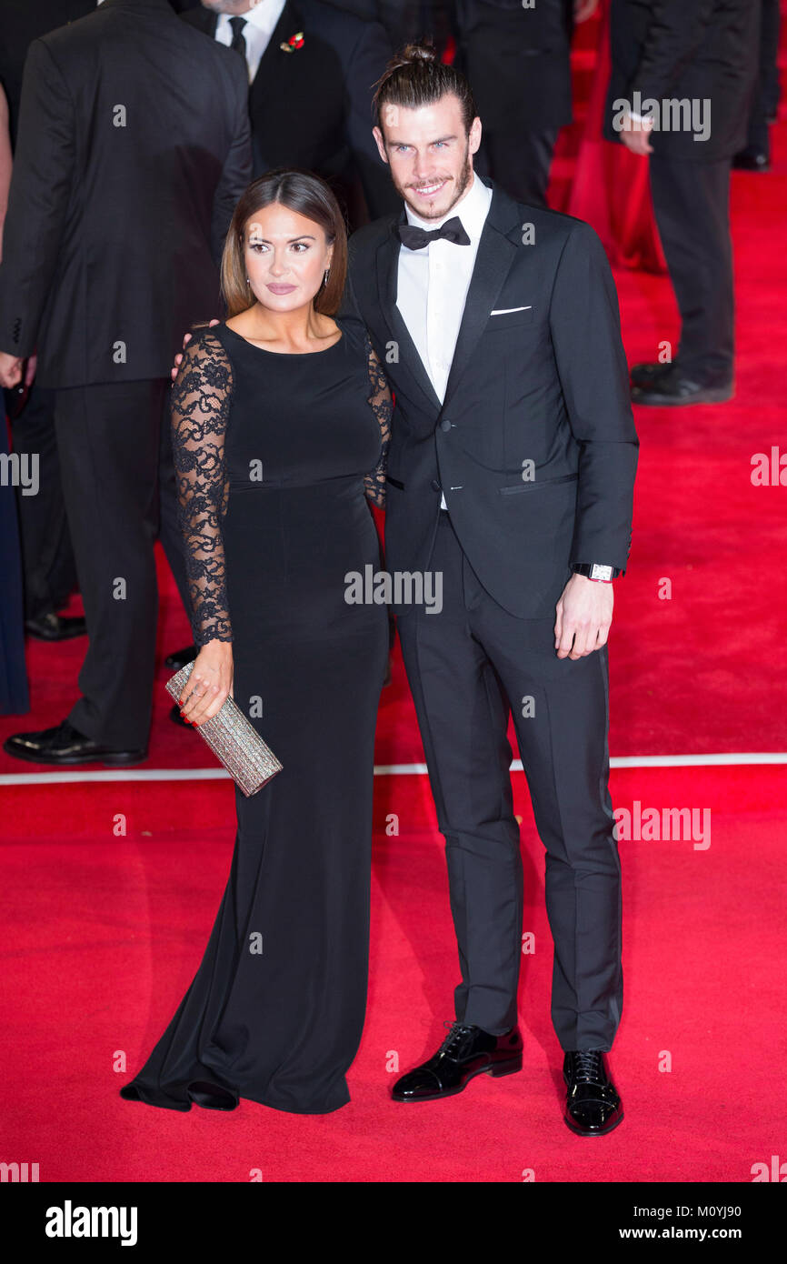 London, UK, 26 October 2015, Gareth Bale and Emma Rhys-Jones attend the World premiere of 'Spectre' at the - Stock Image