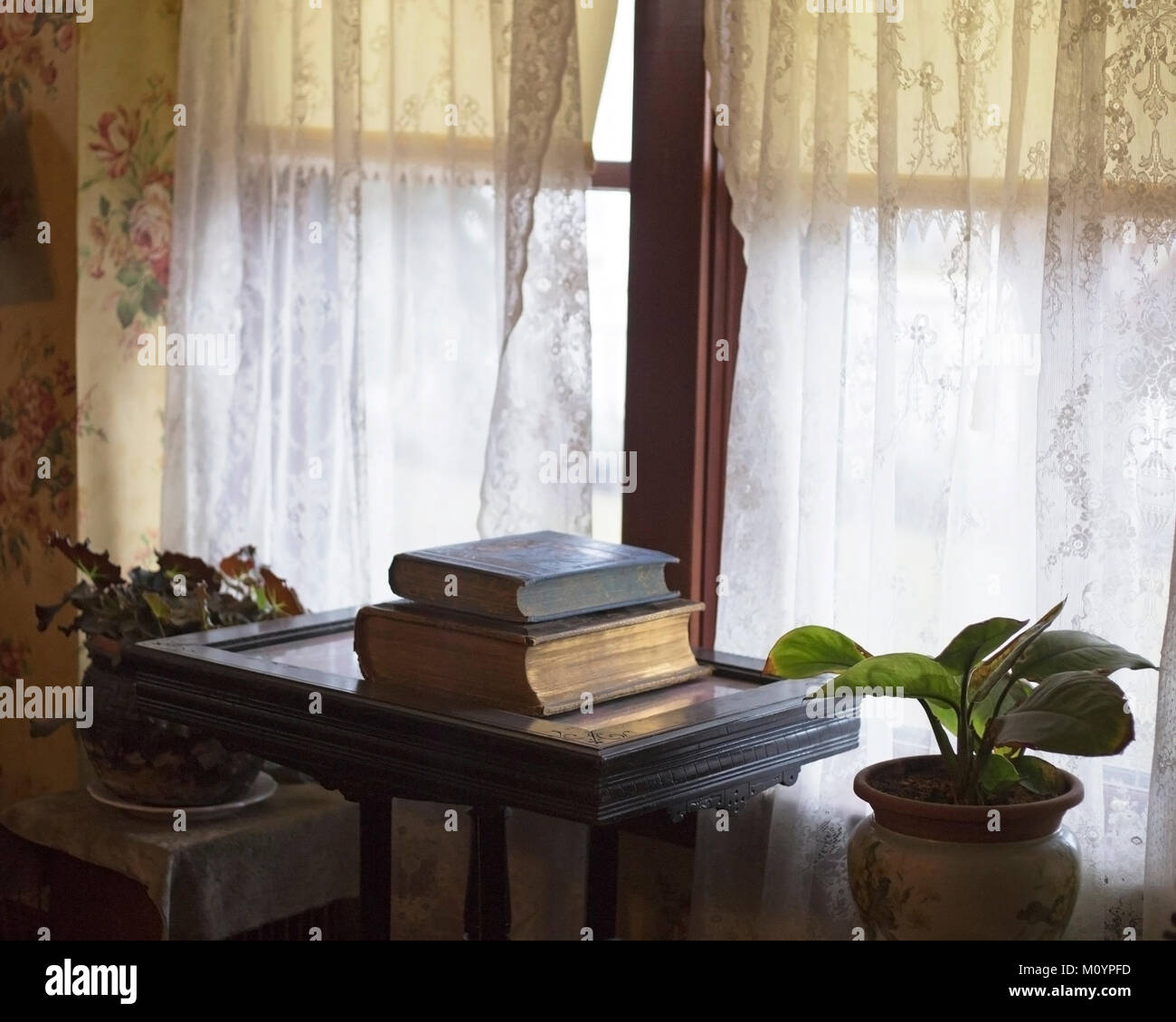 Antique books in Thorpe House interior, Victorian house built in 1886 now restored in Heritage Park Historical Village - Stock Image