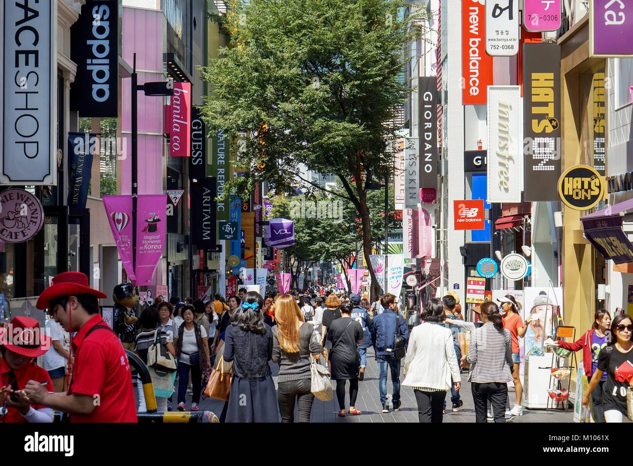 South Korea: Crowded shopping street in Seoul's Myeongdong district.  Photo from 10. September 2015. | usage - Stock Image