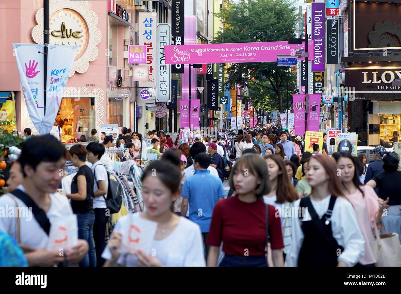 South Korea: Crowded shopping street in Seoul's Myeongdong district. Photo from 8. September 2015. | usage worldwide - Stock Image