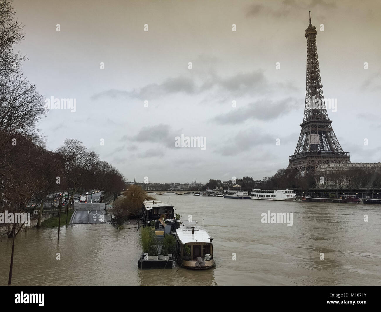 Paris, France. 25th Jan, 2018. Flood water keeps rising in Paris, River Seine in flood January 25 2018 Credit: RichFearon/Alamy - Stock Image
