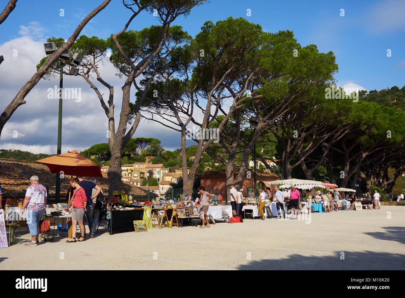 Open air antique market, Bormes Les Mimosas, France - Stock Image