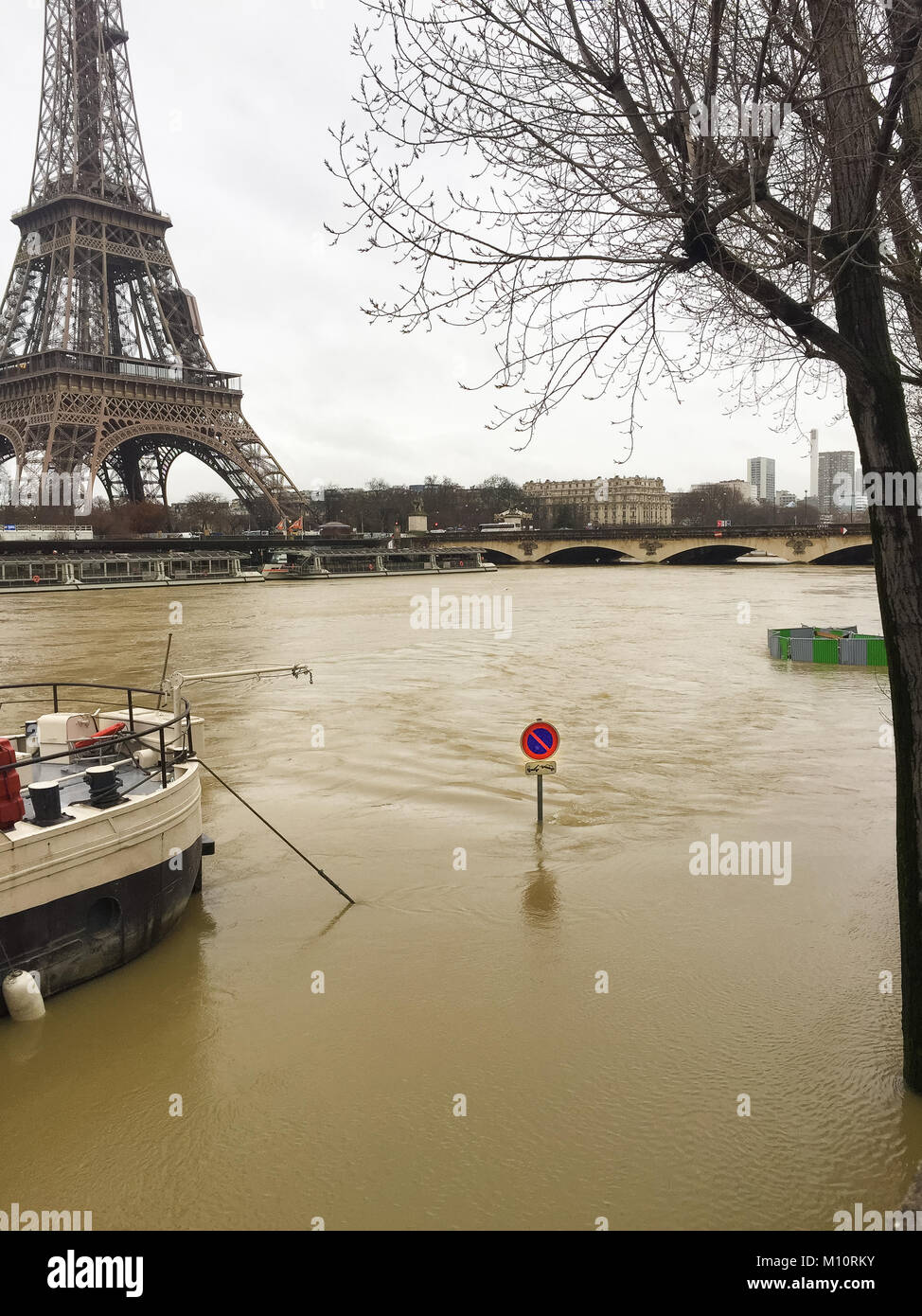 Paris France - 25th January 2018 : Flood water keeps rising in Paris, River Seine in flood January 25 2018 - Stock Image