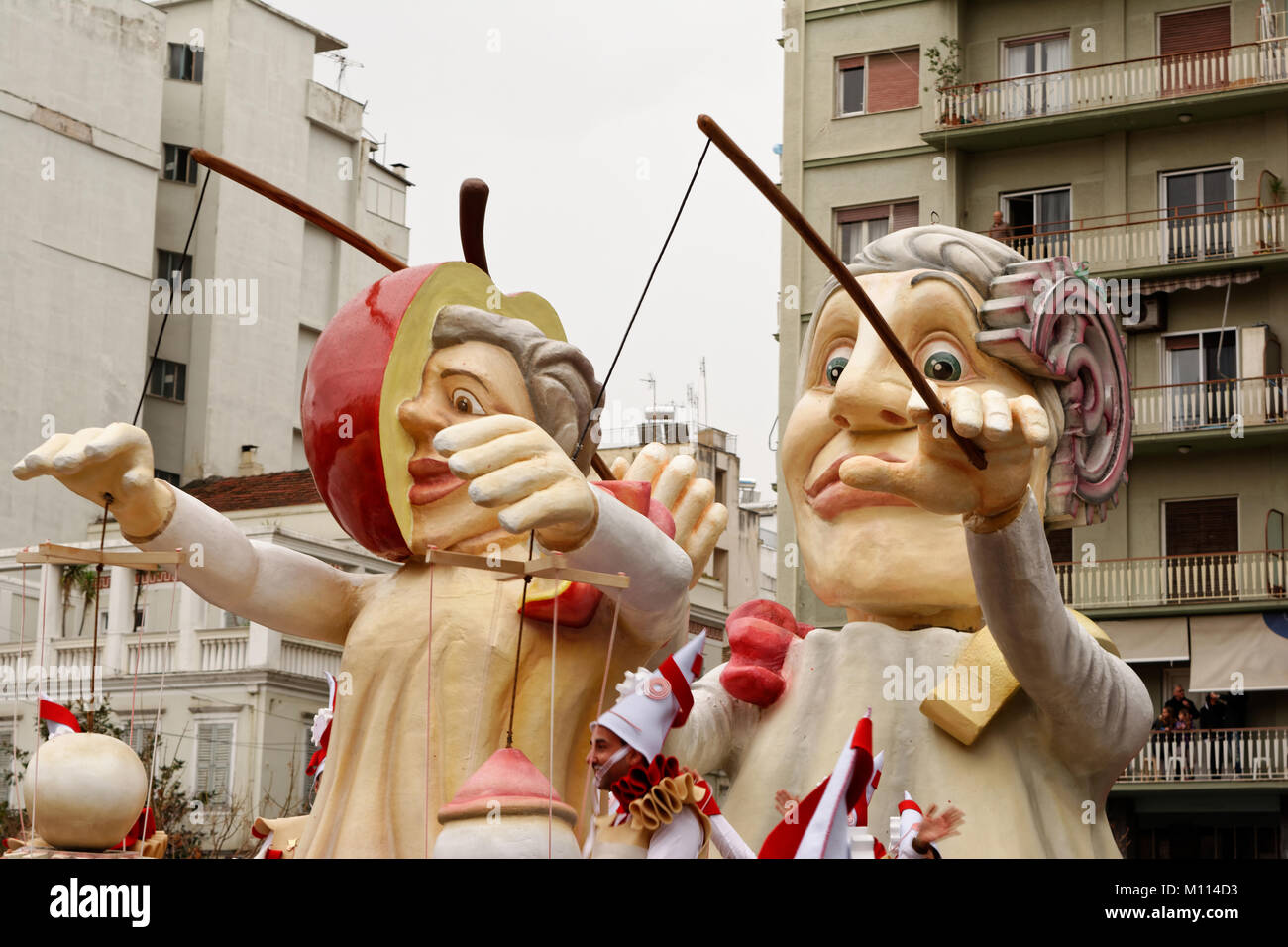Patras carnival pasrade 2017-Politicians puppet show - Stock Image