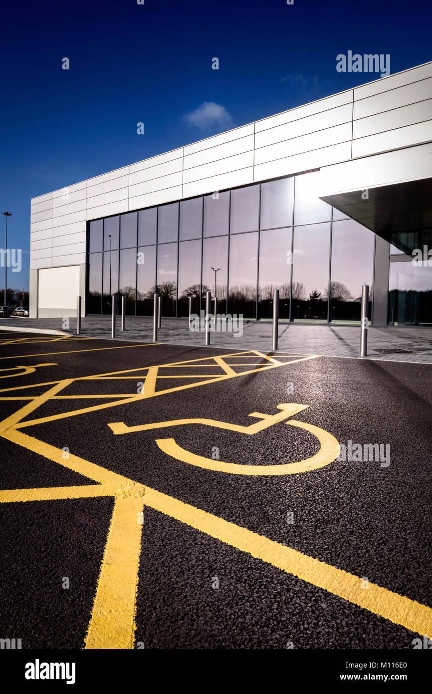 A bright freshly-painted disabled parking bay in a Hampshire retail park. - Stock Image