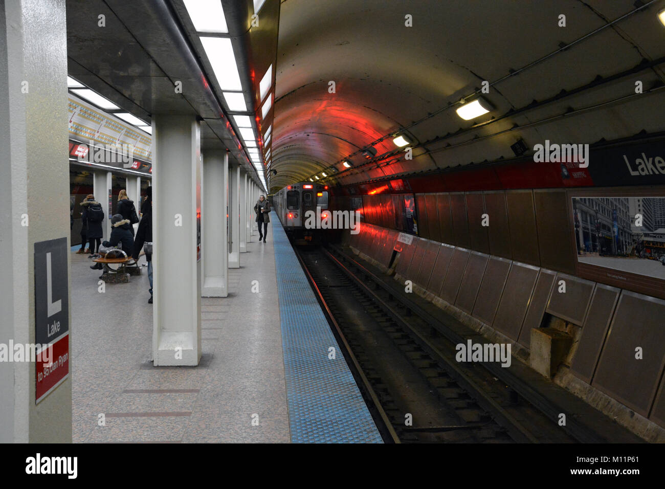 A south bound Red Line train pulls out of the Lake St. station on Chicago's State Street Subway. Lake provides - Stock Image