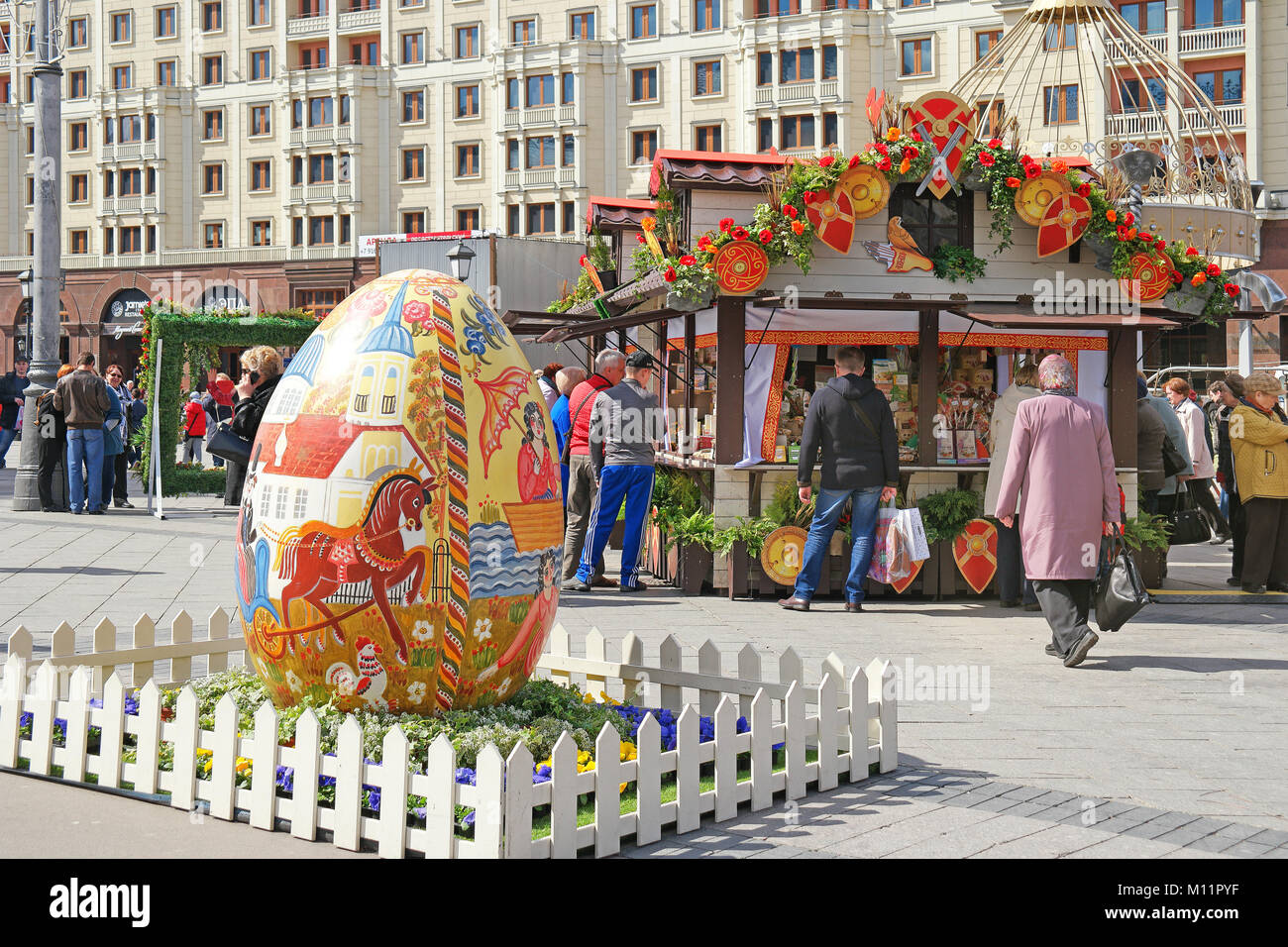 MOSCOW, RUSSIA - April 24.2016: The great Easter egg on a festive fair in the city center - Stock Image