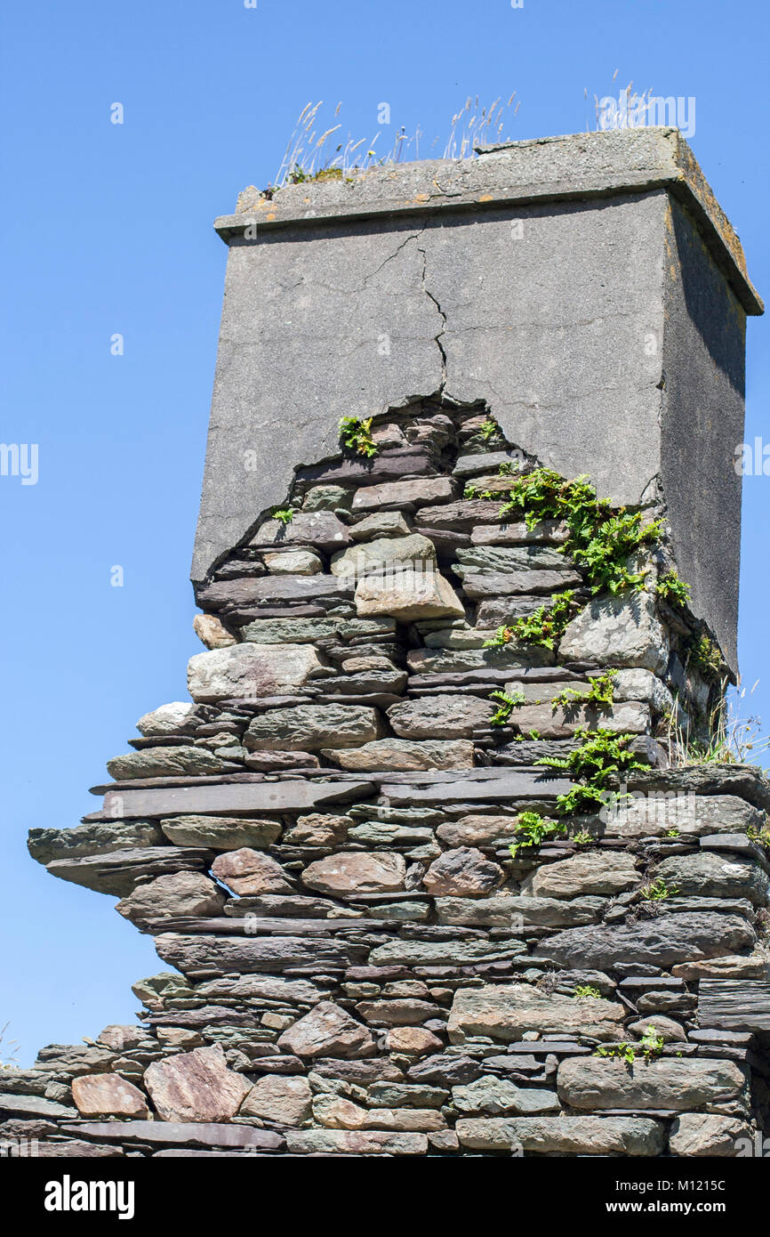 Exposed wall,  irish stone wall, old famine houses, cottages, west of Ireland - Stock Image