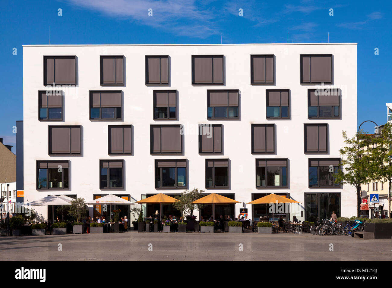 Germany, Cologne, the Palladio Cafe at the Maternus square in the district Rodenkirchen.  Deutschland, Koeln, das Stock Photo