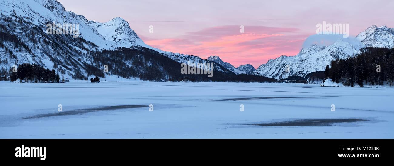 Frozen Lake Silsersee in winter,rear,Piz Cam,Pizzo di Prata,Piz Salacina,Piz Lizun,Pizzi di Maroz,Piz Duan,Sils - Stock Image