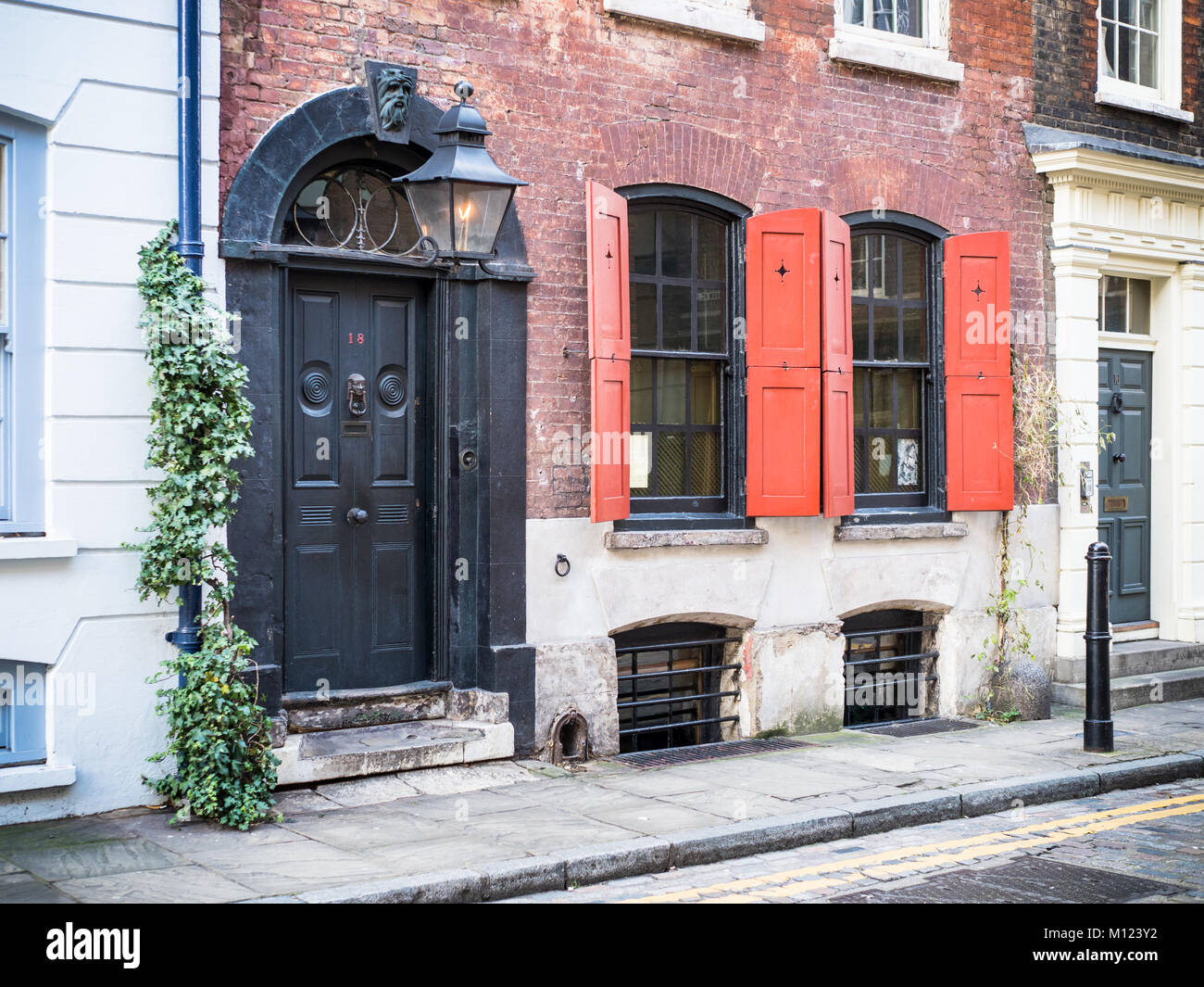 Dennis Severs House, a preserved Huguenot house at 18 Folgate Street in East London,  where families of silk weavers - Stock Image