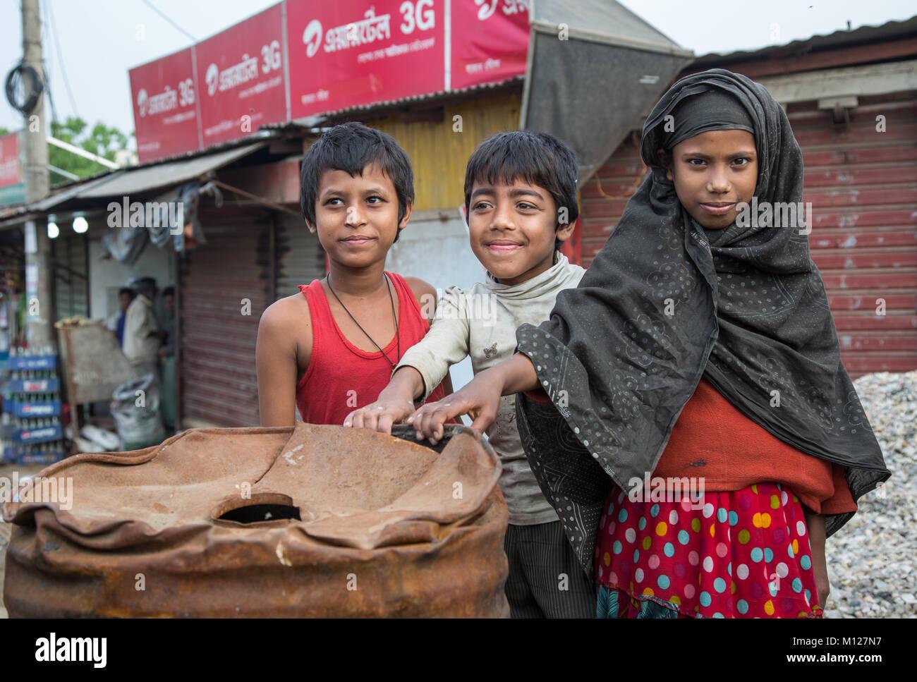 Bangladeshi kids at a market in Chittagong - Stock Image
