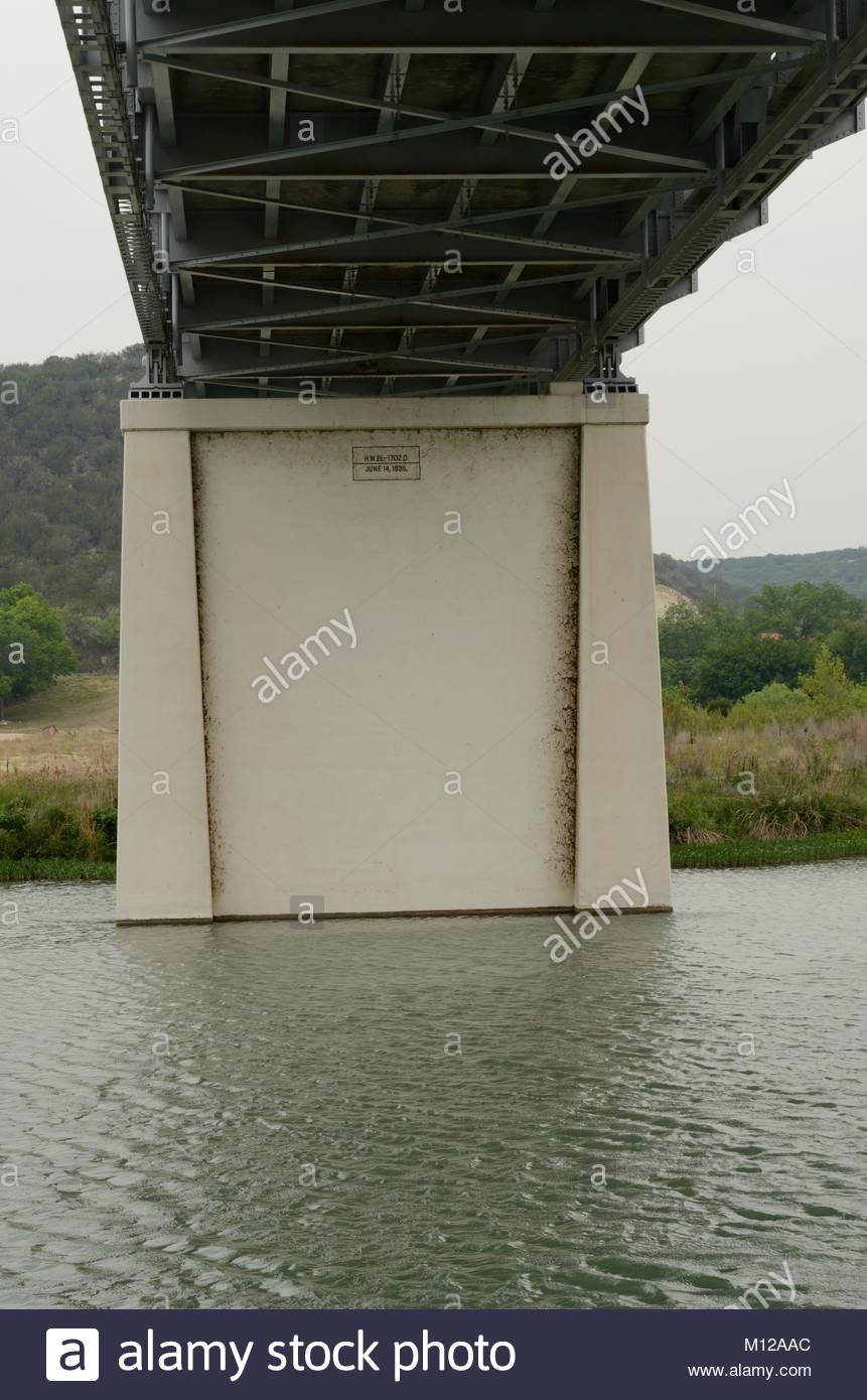 High water mark on bridge pylon. South Llano River Bridge in Junction, Texas. Listed on the National Register of - Stock Image