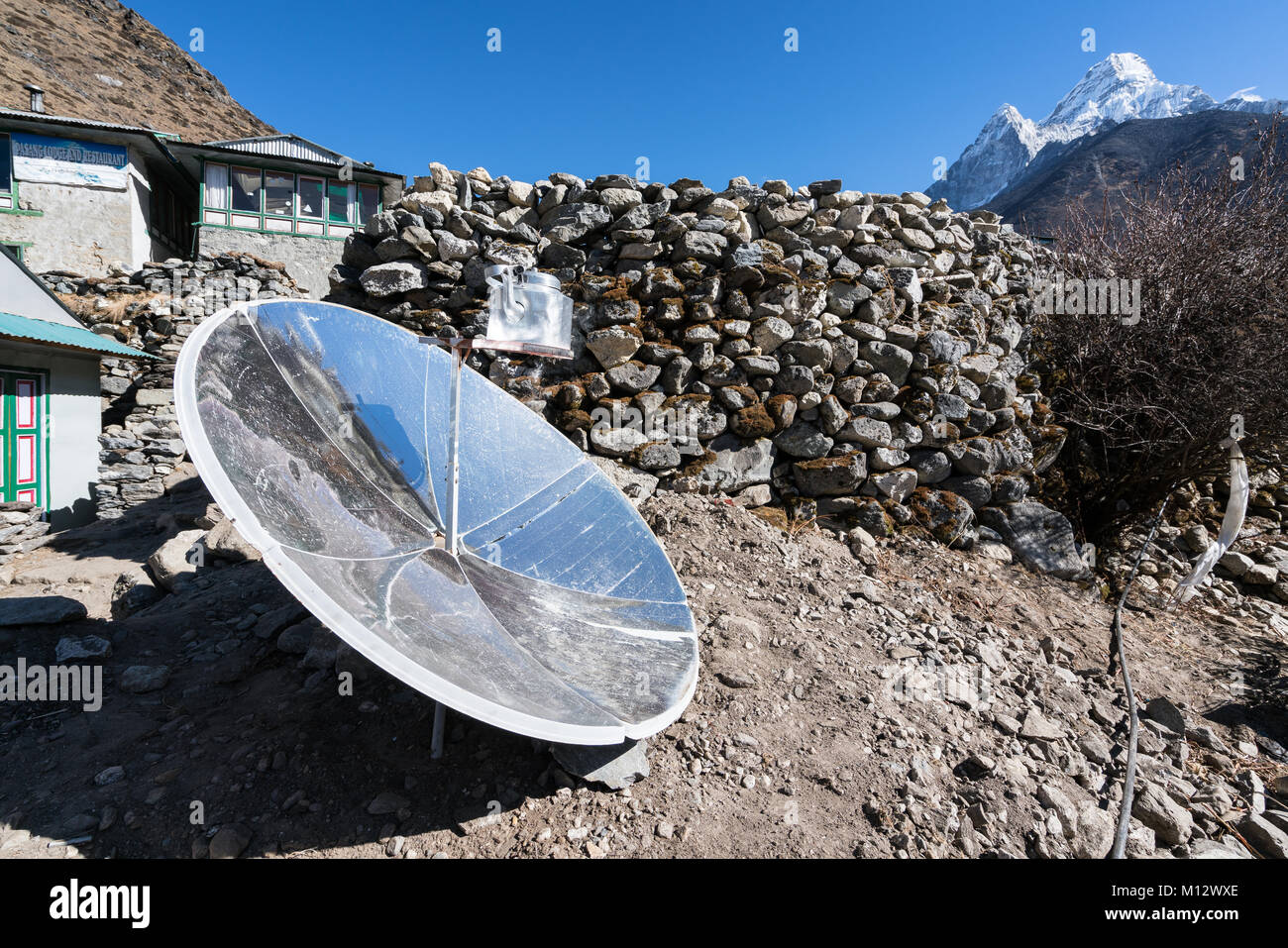 Water heating by solar power in Dingboche, Nepal - Stock Image