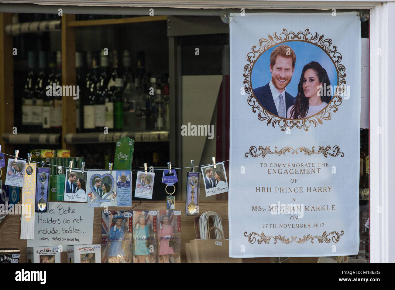 Windsor, UK. 25th January, 2018. Souvenirs featuring the image of Prince Harry and Meghan Markle in the window of Stock Photo