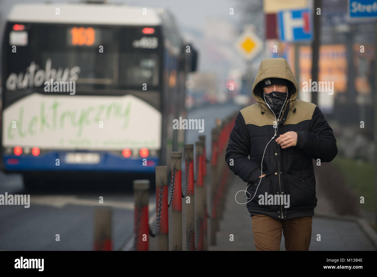 Krakow, Poland. 26th Jan, 2018. A man covers his face with a scarf ...