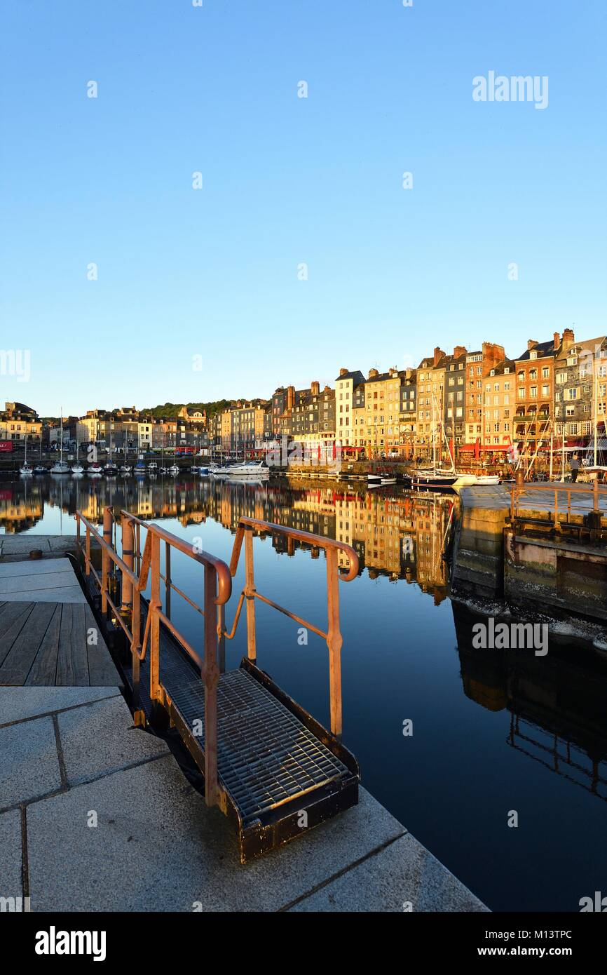France, Calvados, Pays d'Auge, Honfleur, Vieux Bassin (old basin) and Sainte Catherine quay - Stock Image