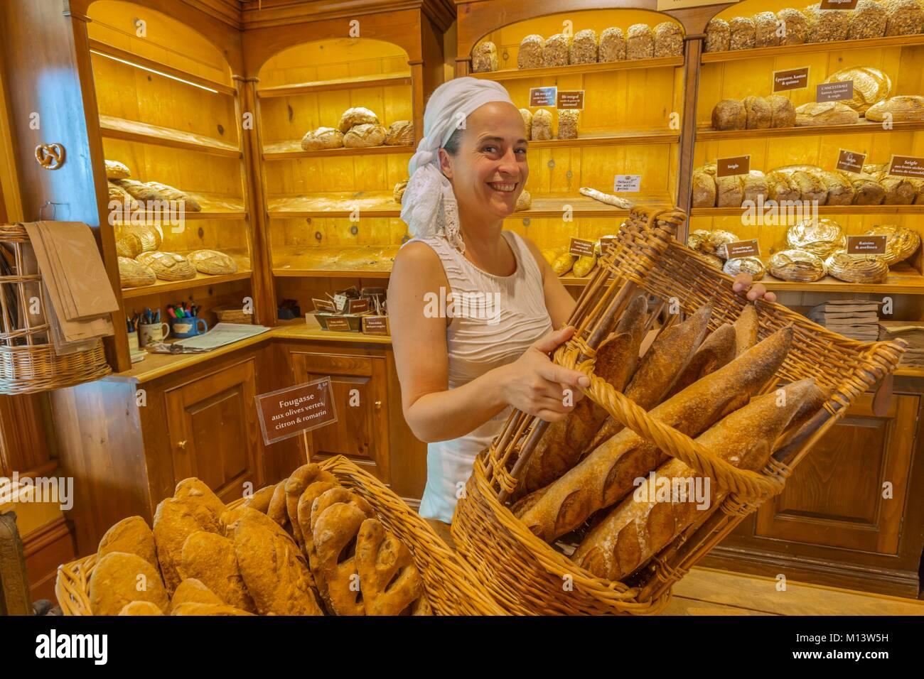 Canada, Province of Quebec, Bas-Saint-Laurent Region, Kamouraska, Niemand Bakery, one of the bakers - Stock Image
