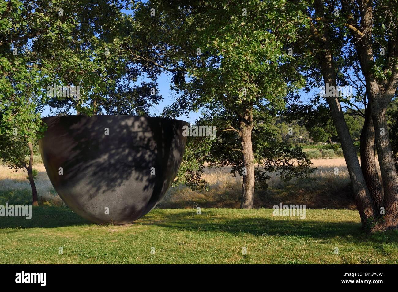 France, Bouches du Rhone, Le Puy Sainte Reparade, Chateau La Coste vineyard and contemporary art center, monumental - Stock Image