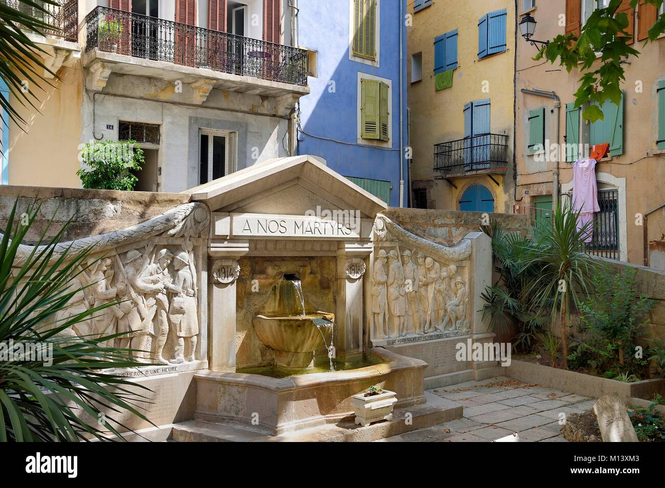 France, Var, Provence Verte, Barjols, fountaine and memorial of the Place Victor Hugo - Stock Image