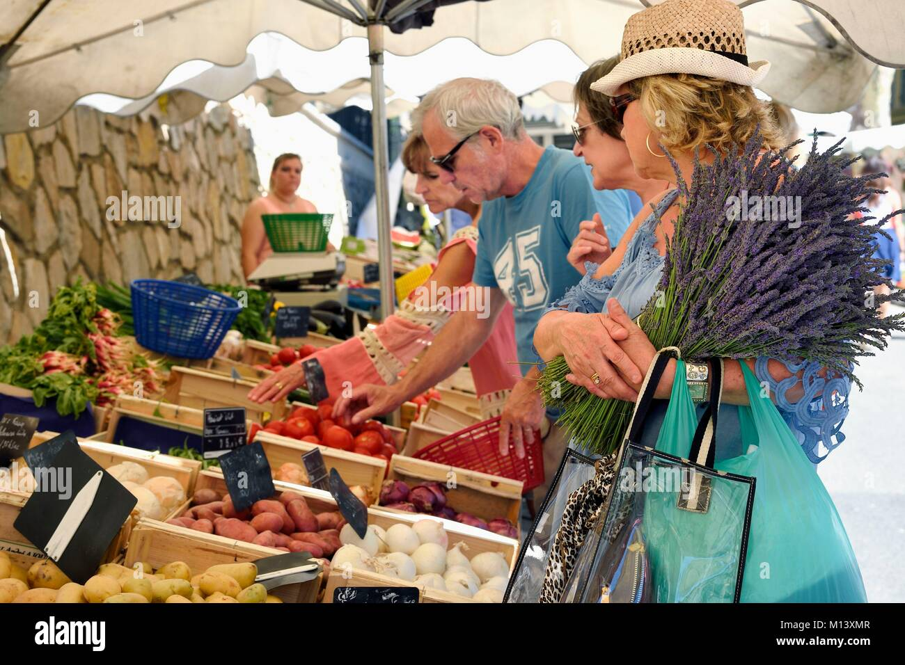 France, Var, Provence Verte, Cotignac, cours Gambetta, the market on the main square, vegetables stall - Stock Image