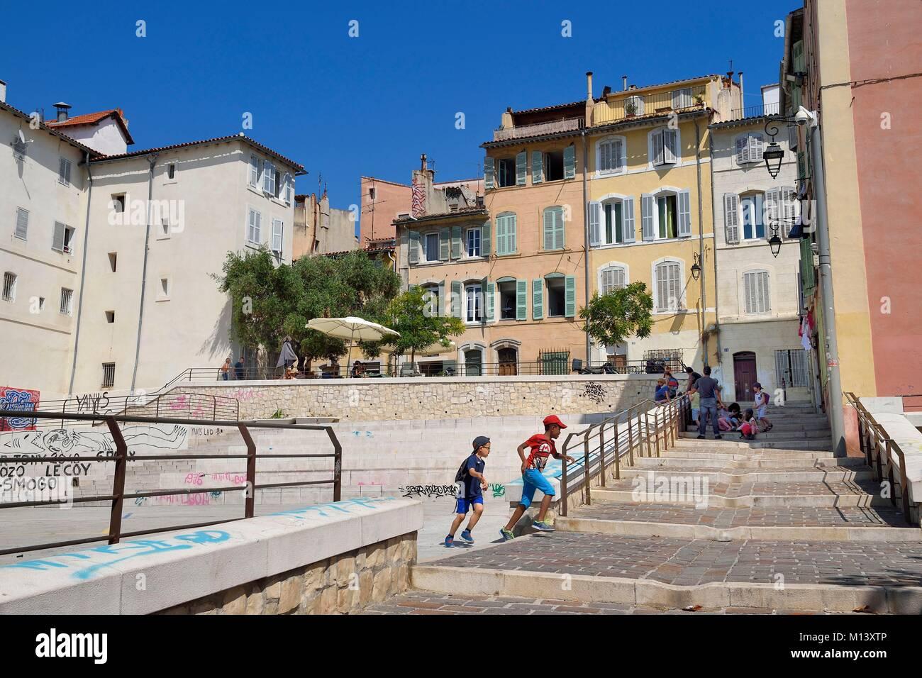 France, Bouches du Rhone, Marseille, Panier district, rue des repenties stairs along the place du refuge - Stock Image