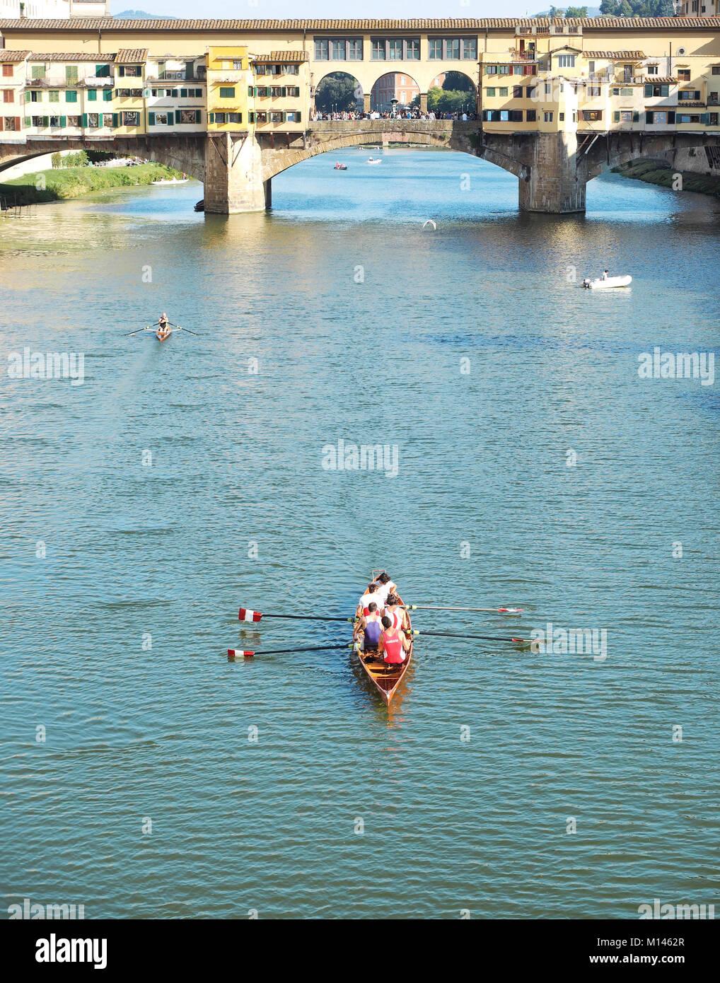 Europe,Italy,Tuscany,Florence,canoe by the Ponte Vecchio - Stock Image