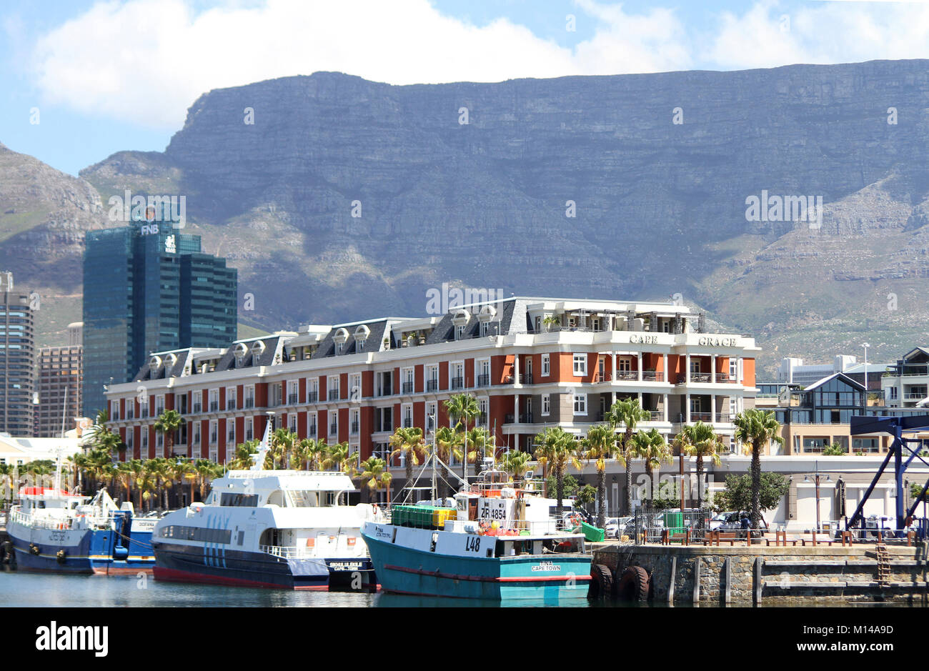 The Cape Grace Hotel, Boats, FNB Bank and Table Mountain at the V&A Waterfront, Cape Town, Western Cape, South - Stock Image