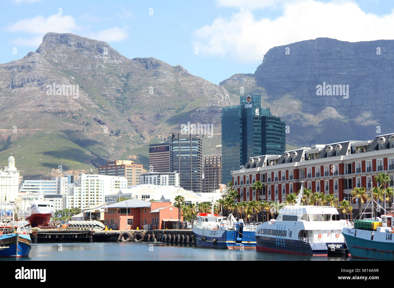 V&A Waterfront, view of banks, Portside, Table Mountain, Devil's Peak, boats and Cape Grace Hotel, Cape - Stock Image
