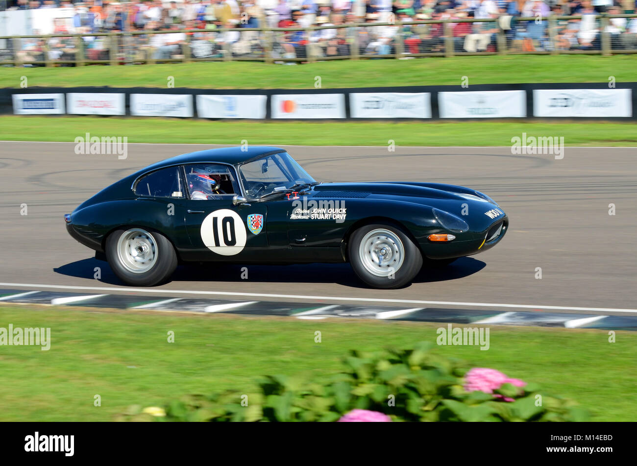 1962 Jaguar E Type owned by Marc Davis driven by Martin O'Connell in the RAC TT Celebration at the Goodwood - Stock Image