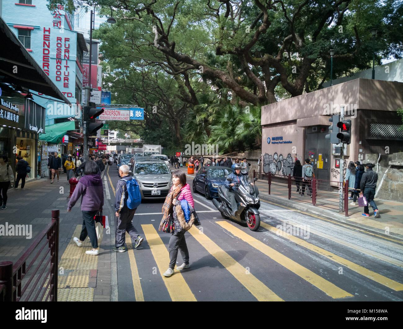 Pedestrians in Tsim Sha Tsui, Kowloon, Hong Kong - Stock Image