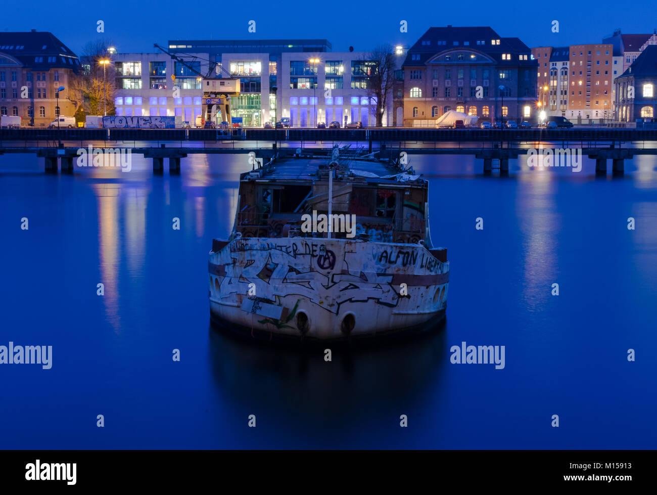 boat longexposure berlin - Stock Image