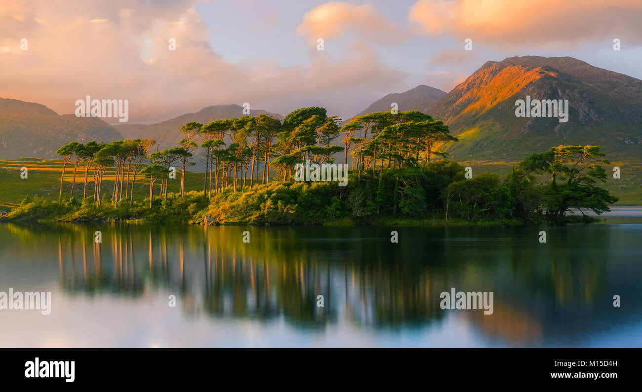 Derryclare Lough is a freshwater lake in the west of Ireland. It is located in the Connemara area of County Galway. - Stock Image