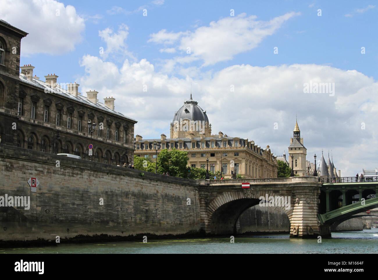 View of building on Quai de la Course street, Pont Notre-Dame bridge, The Paris Commercial Court and The Conciergerie - Stock Image
