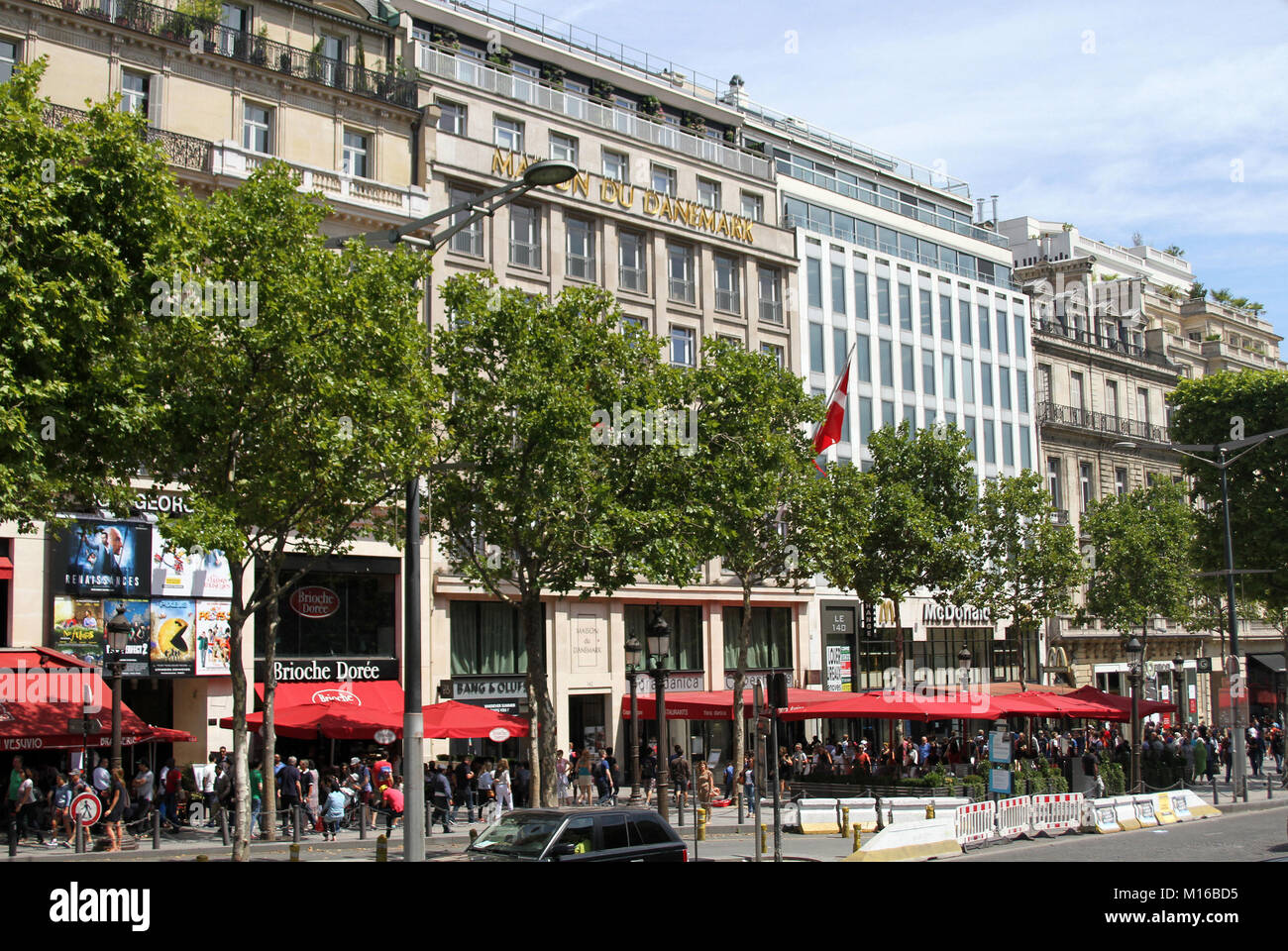 Champs elysees shops stock photos champs elysees shops - La maison des champs elysees ...