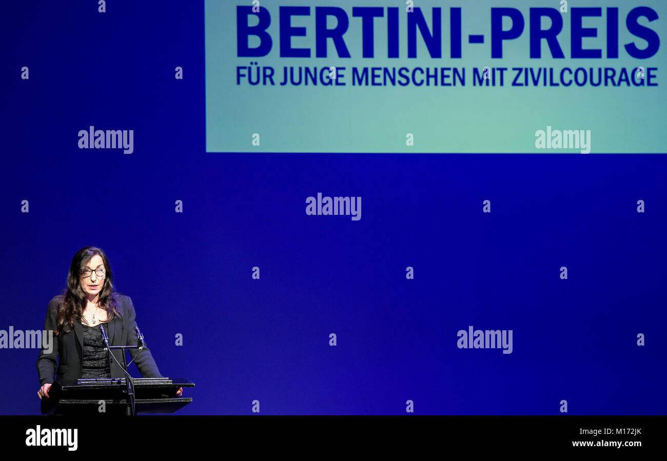 Hamburg, Germany. 27th Jan, 2018. Isabella Vertes-Schuetter, chairwoman of Bertini-Preis e.V. holds a speech at - Stock Image