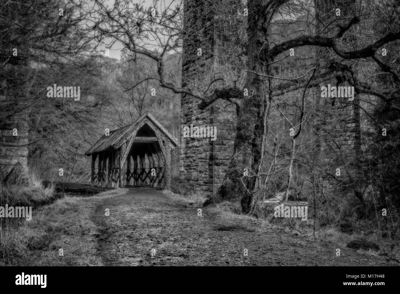 This rustic little shelter sits immediately below one of the arches of the Camps Viaduct in Almondell Country Park, Stock Photo