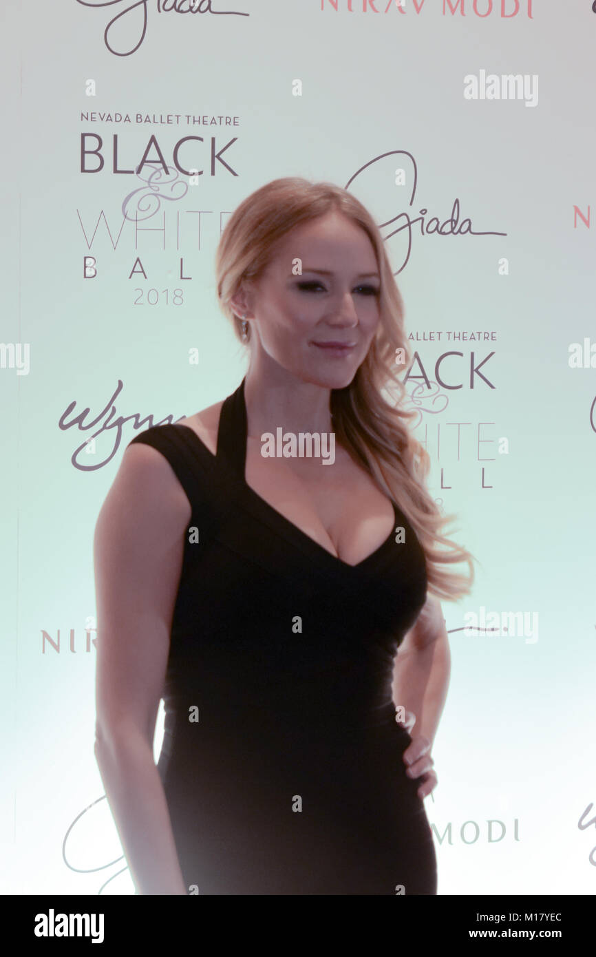 Las Vegas, USA. 27th Jan, 2018. Singer Jewel walks the red carpet at the Black and White Ball at the Wynn Casino - Stock Image