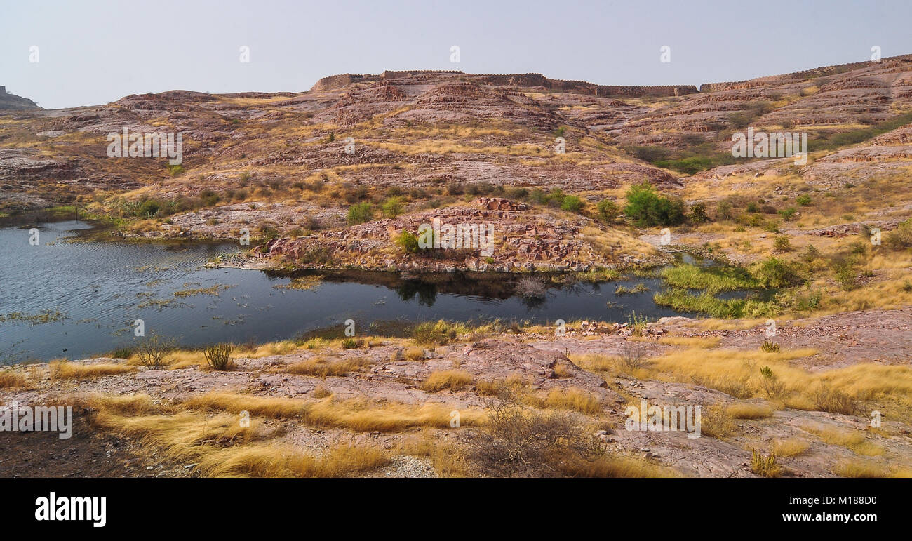 Balsamand Lake with mountains in Jodhpur, India. This lake is a popular picnic spot, built in 1159 AD by Gurjara - Stock Image