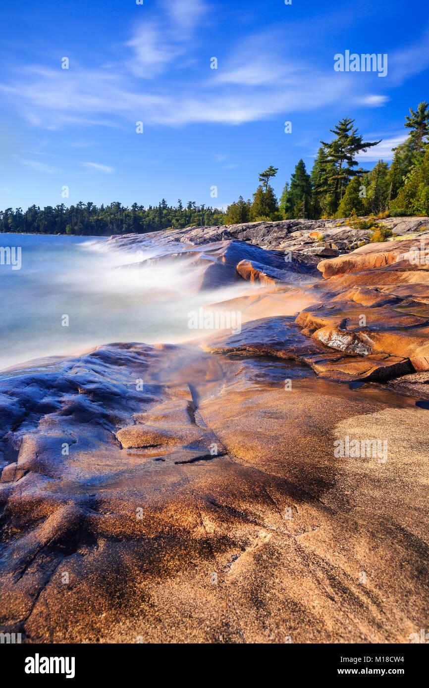 Rocky shoreline of Lake Superior, Lake Superior Provincial Park, Ontario, Canada. - Stock Image