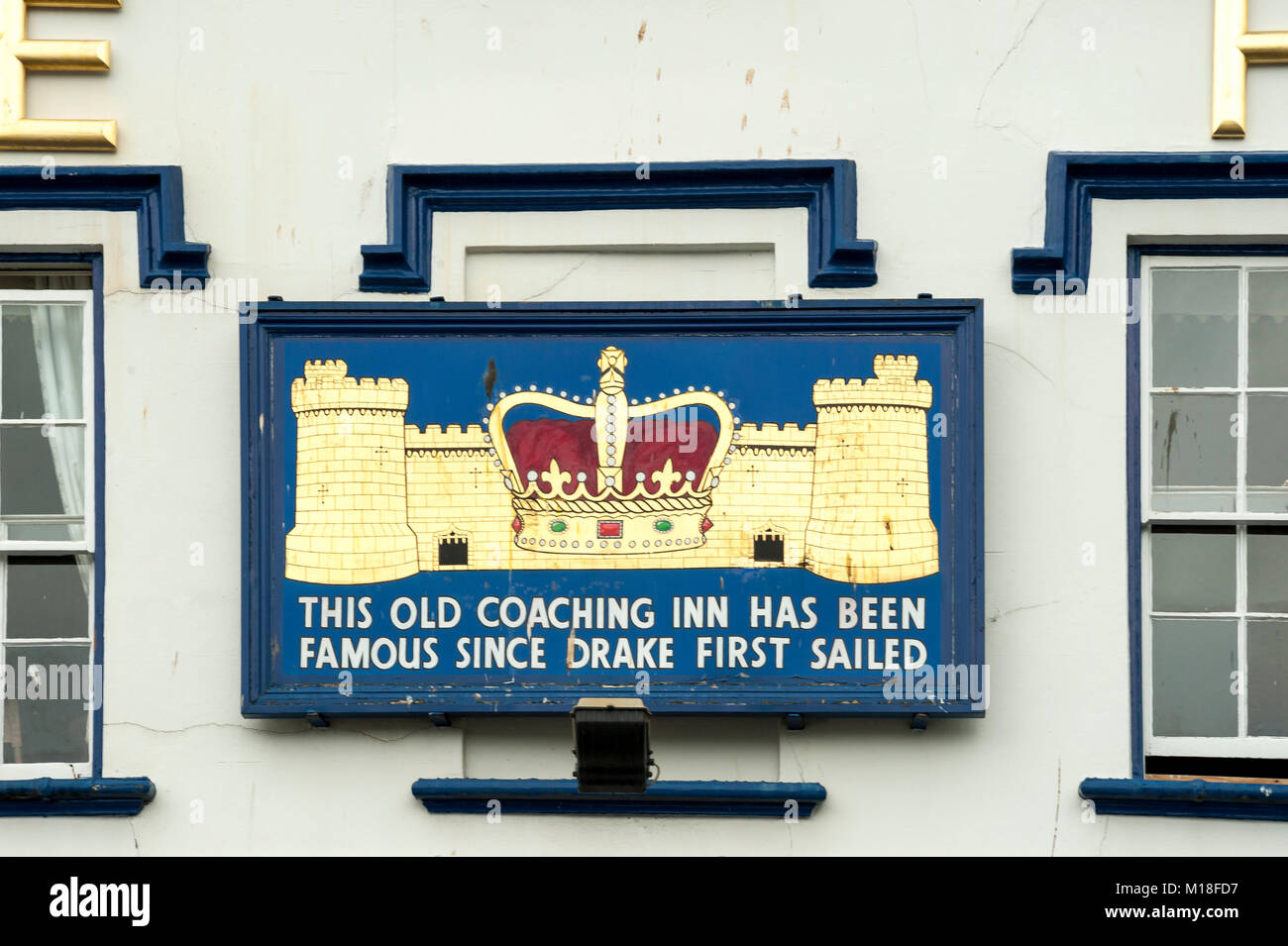 DARTMOUTH, DEVON:  Plaque on the outside of the Royal Castle Hotel Stock Photo