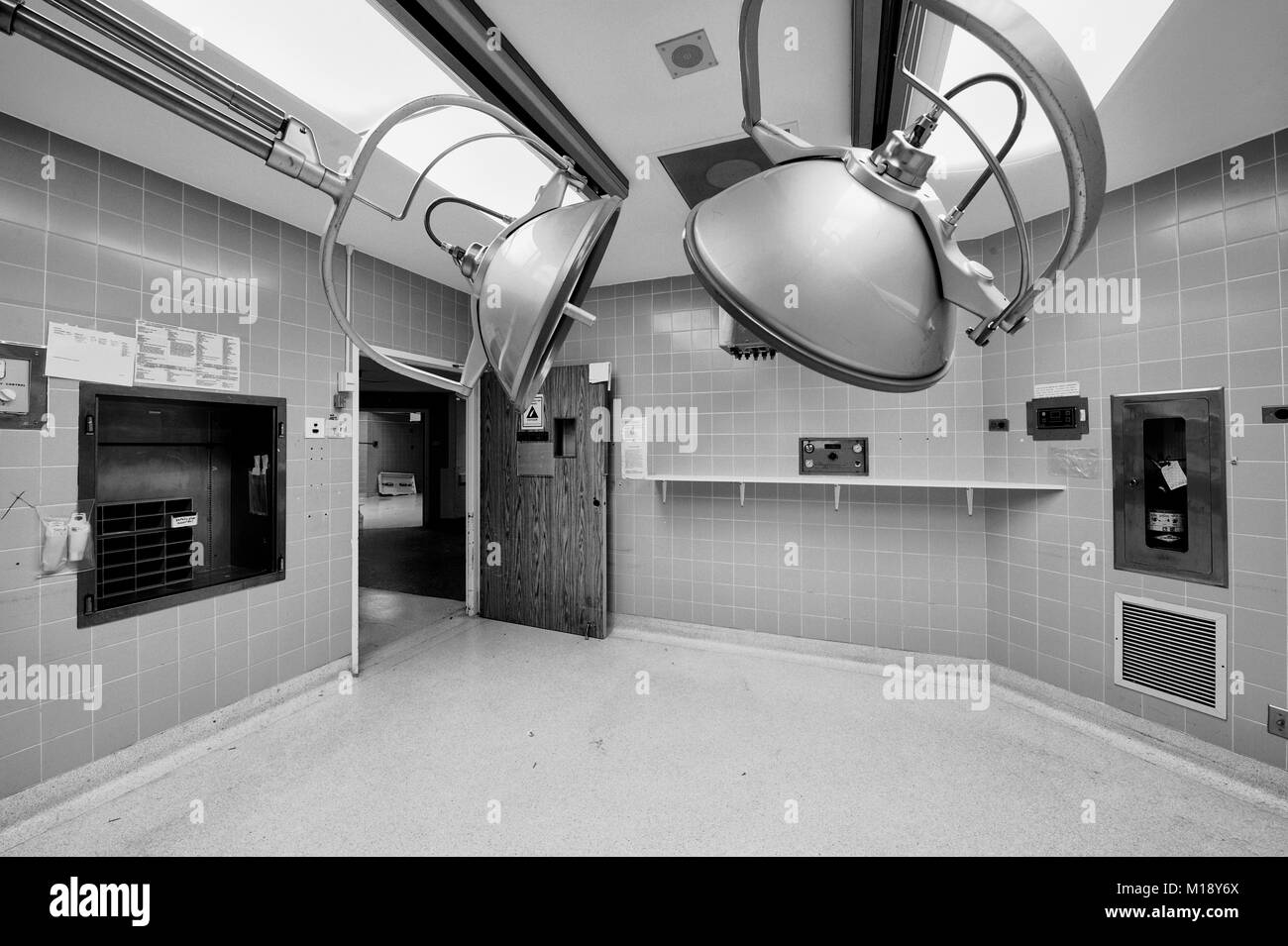 Operating Room Black and White Stock Photos & Images - Alamy