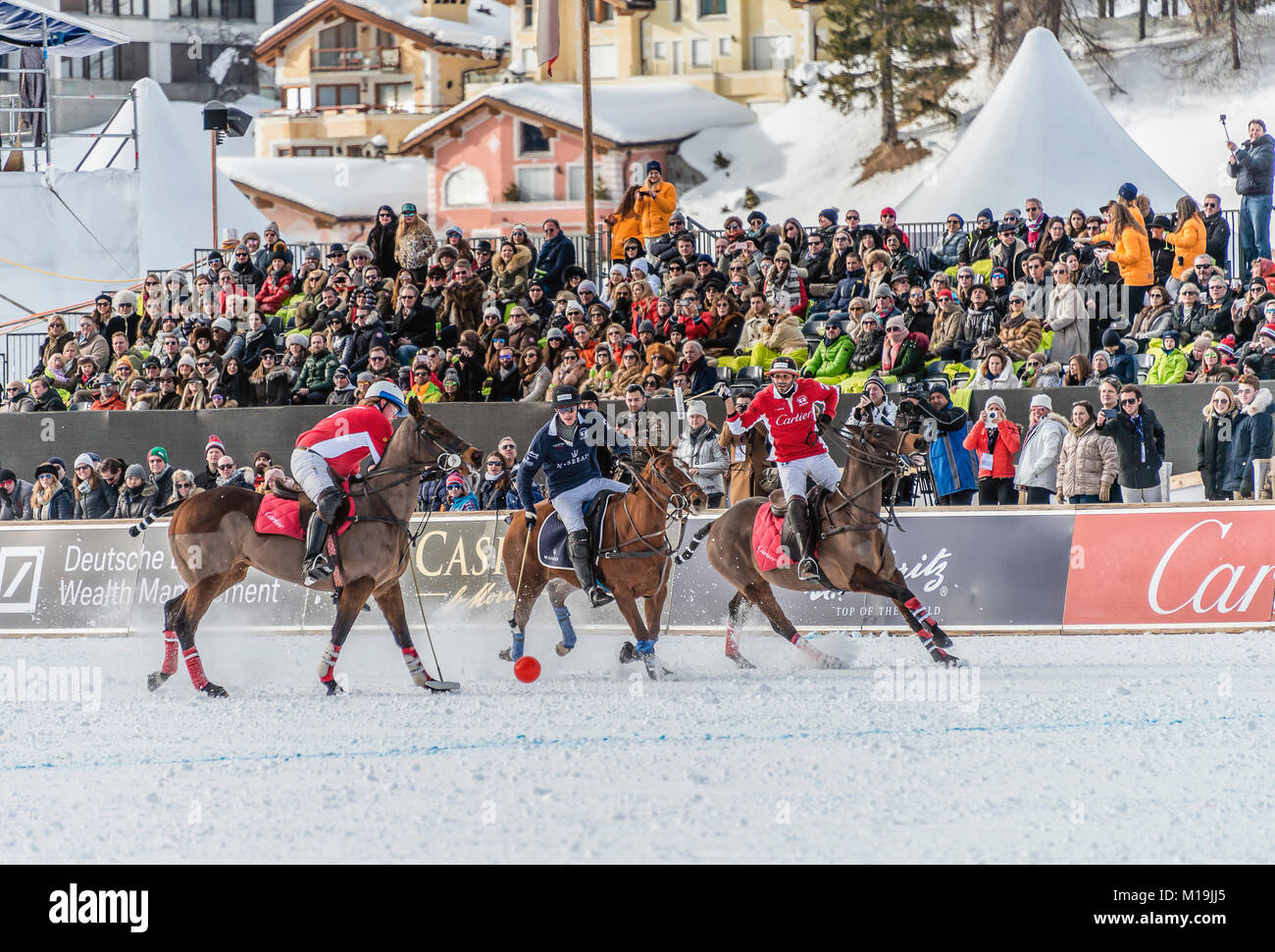 St.Moritz, Switzerland. 28th Jan, 2018. Members of the 'Maserati' team battle for the ball with team 'Cartier' - Stock Image