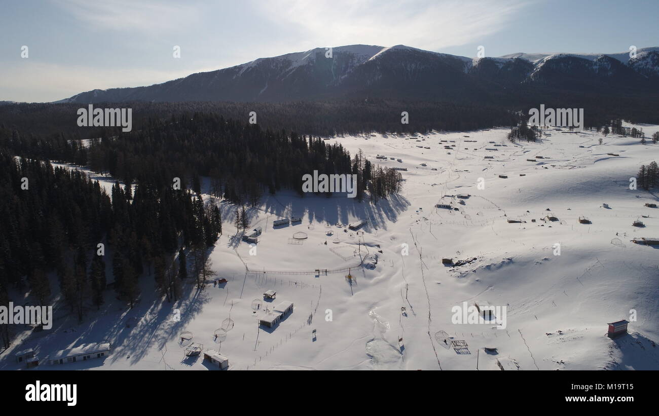 Xinjiang, Xinjiang, China. 28th Jan, 2018. Xinjiang, CHINA-28th January 2018:Winter scenery of Tian Shan in northwest Stock Photo