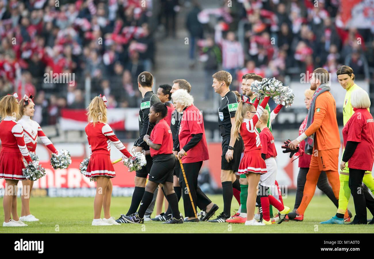 Einlauf der beiden Mannschaften und des refereeteams, with Einlaufkinder und Einlaufsenioren, Fussball 1. Bundesliga, - Stock Image