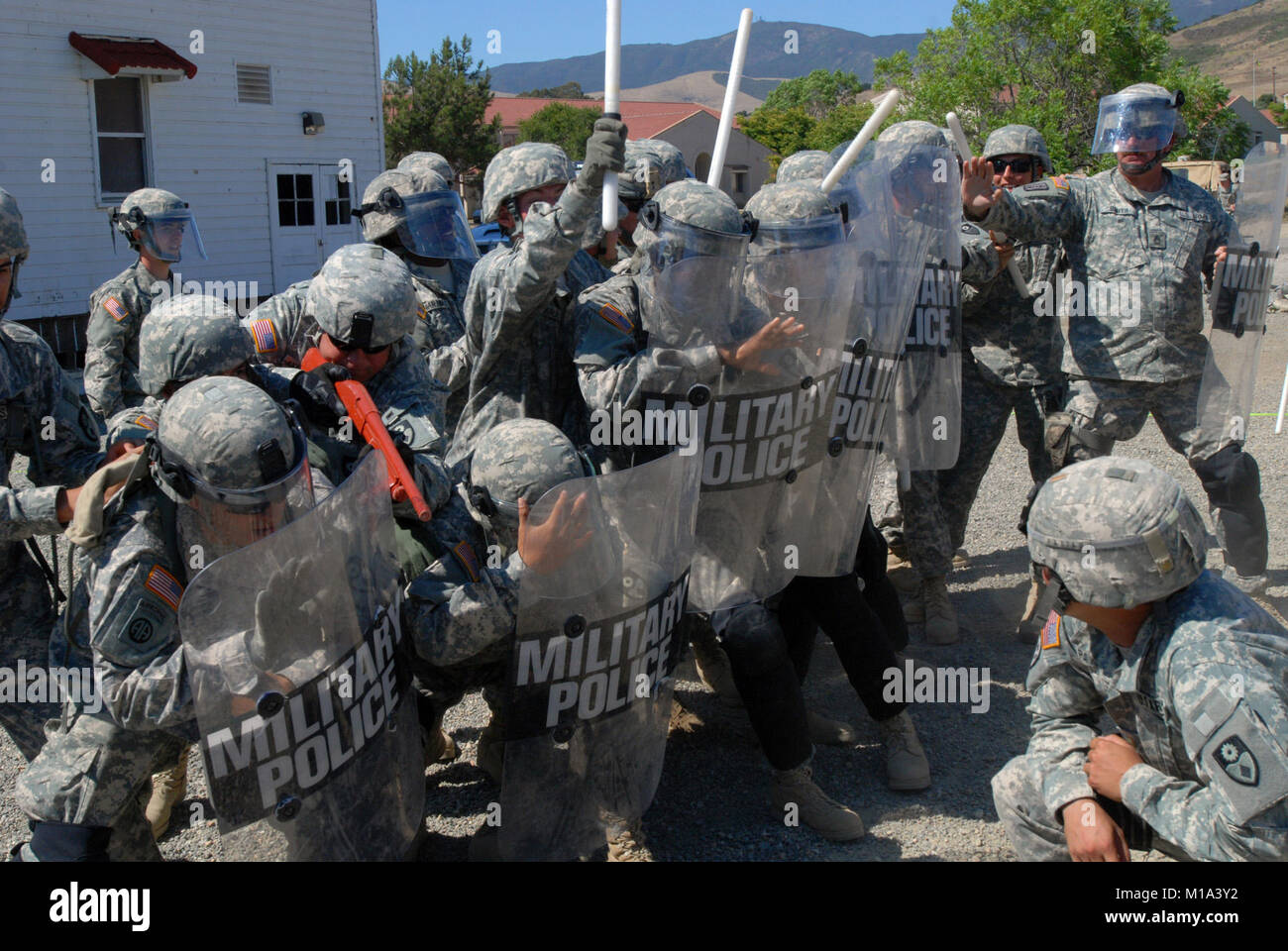 110716-A-XB575-017 Members of the 40th Military Police Company, 185th Military Police Battalion, 49th  Military - Stock Image